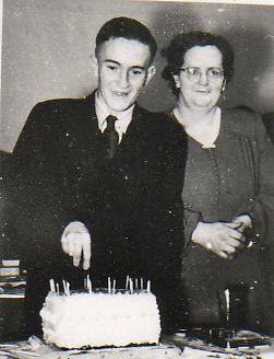 Des Frampton 21st & Mother Isabella Frampton 1947